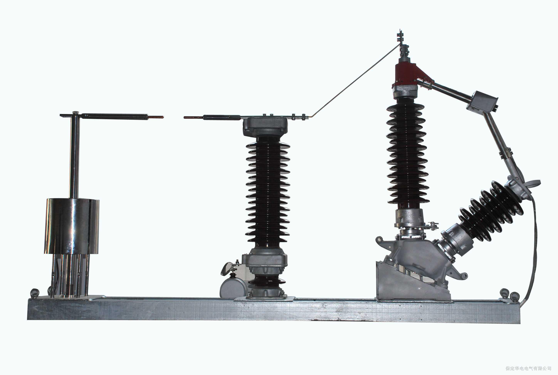 1.产品概述 110kV、220kV是供电网络的主要电压等级,由于电压很高, 中性点一般采用直接接地方式,由于继电保护整定配置及防止通讯干扰等方面的要求,为了限制单相短路电流,其中有部分变压器采用中性点不接地方式。在这种运行方式下,由于雷击、单相接地短路故障等会造成中性点过电压,而且变压器大多是分级绝缘,因此过电压对中性点的绝缘造成很大威胁,必须对其设置保护装置防止事故发生。 我公司生产的HDNP型变压器中性点间隙保护装置严格按照DL/T620-1997《交流电气装置的过电压保护和绝缘配合》、GB311.